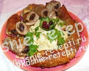 куриный рулет с сыром и черносливом,фото