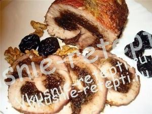 Свиной рулет с черносливом, сыром, изюмом и грецким орехом, фото