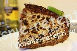 Человек паук - торт из мастики домашнего приготовления с орехами и черносливом на день рождение для мальчика в разрезе, фото