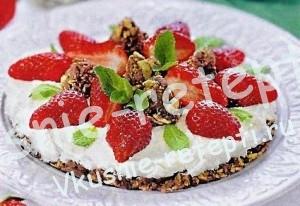 Клубничный торт без выпечки, фото