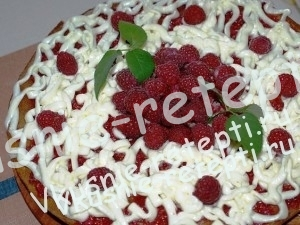 Легкий торт с малиной, фото