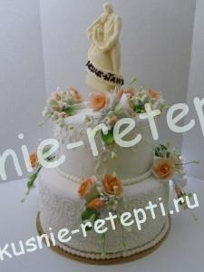 Шоколадный свадебный торт из мастики