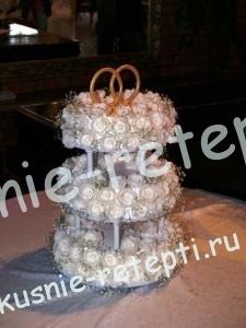 Клубничный свадебный белый торт