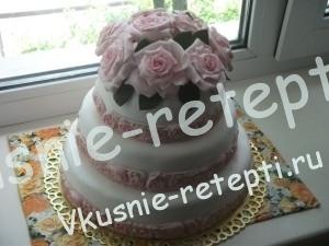 Бисквитный свадебный торт из мастики