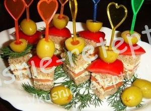 Закуски на шпажках с оливками