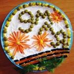 Праздничный салат с крабовыми палочками 9 Мая, фото
