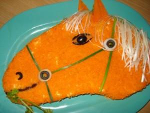 Новогодний салат конь