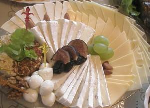 Сырная тарелка с рыбой