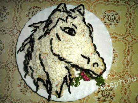 Новогодний салат Белая лошадка