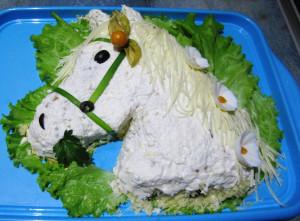 салат в форме лошади фото