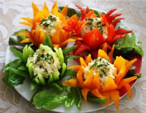 сырная закуска в цветах из перца фото