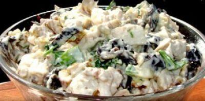 Шикарный салат с курицей и черносливом