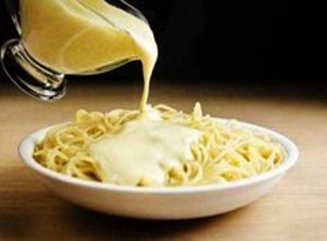 Сырная подлива для макарон… Ее вкус понравится даже привередам.