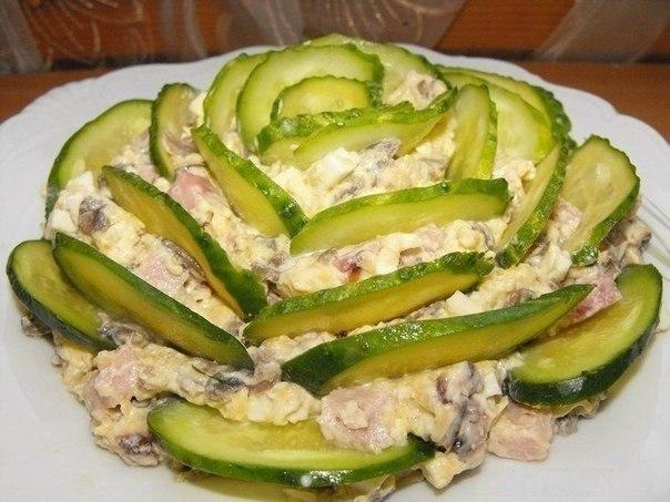 Нарядный и очень вкусный салат…улетает со стола в первую очередь!