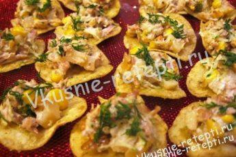 куриный салат Каноэ