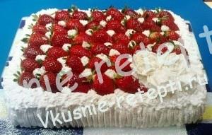 бисквитный вкусный клубничный торт