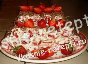 Красивый торт для девочек с клубникой, оформление с фото