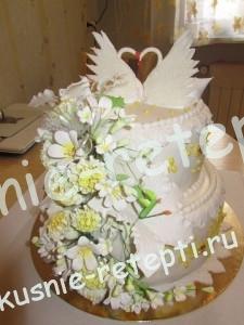 Необычный свадебный торт из бисквитных коржей