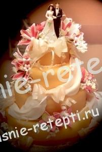 Украшение свадебного торта Сникерс