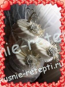 Свадебный белый торт с ананасами