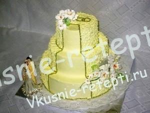 Сметанно бисквитный свадебный торт из мастики