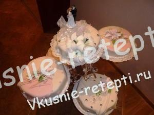 Торт свадебный на подставке