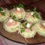 блюдо с ананасами и креветками, фото