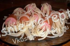 веселые макароны с сосисками