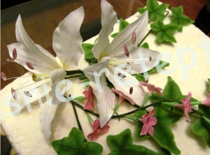 лилии из мастики, фото
