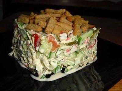 salat-s-suharikami-socinaea-vkusneashka-foto