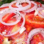 Безумно Вкусная Закуска из лука и помидоров! Весь Секрет в Маринаде!